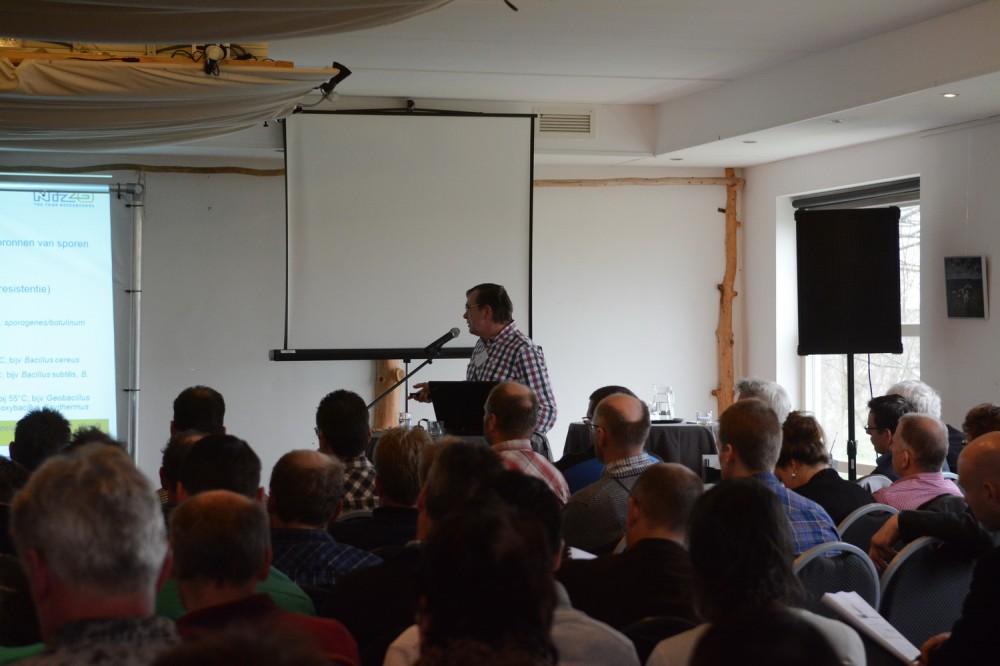 Frank Driehuis (NIZO) aan het woord over XTAS. (Foto: AgriMedia)